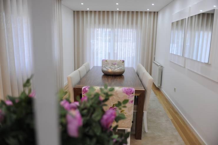 MORADIA UNIFAMILIAR, VISEU: Salas de estar modernas por Atelier Ana Pereira Arquitetura e Decoração de Interiores