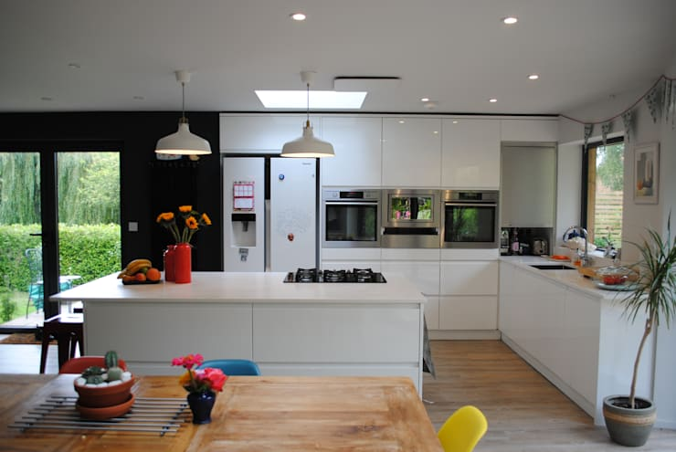 House in Winchester: modern Kitchen by LA Hally Architect
