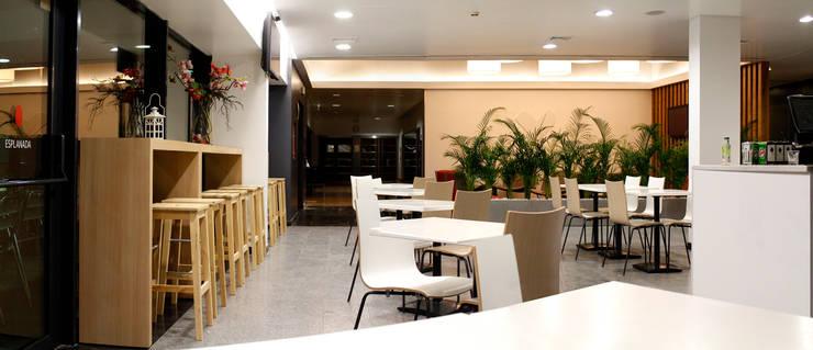 Cafetaria: Ginásios  por Estúdio AMATAM