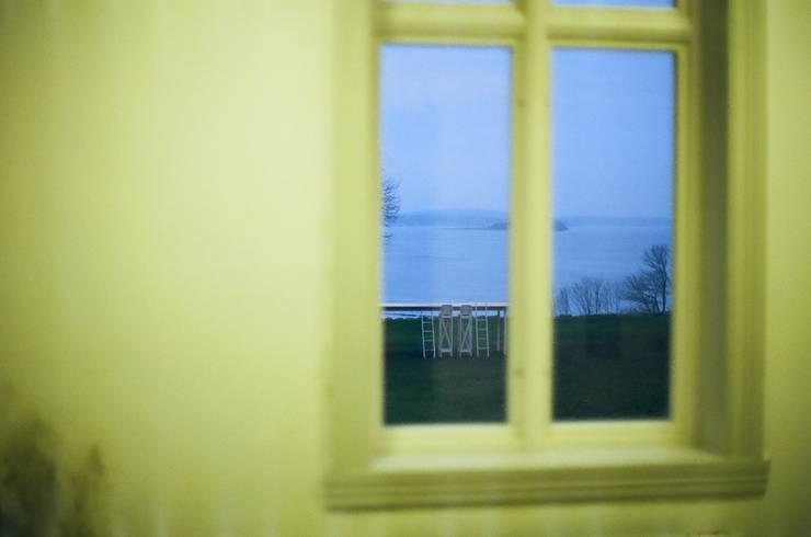 The fragile table : Hidemi Nishidaが手掛けた窓&ドアです。