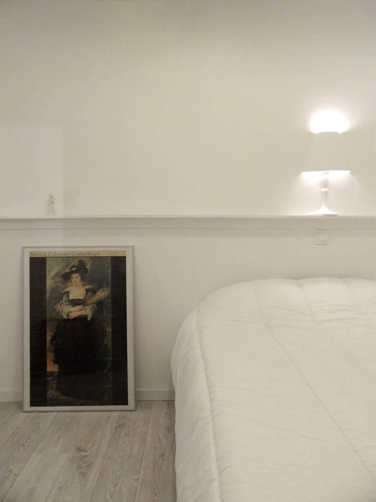 Remodelação T1 para Alojamento Local . Alfama: Quartos  por BL Design Arquitectura e Interiores