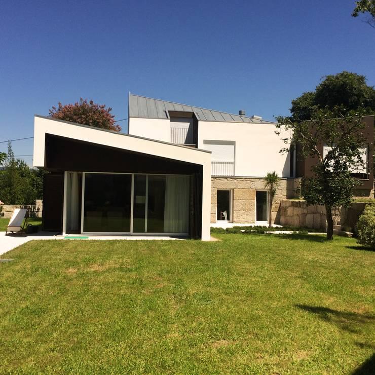 房子 by Bárbara abreu Arquitetos