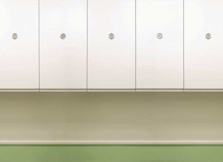 Remodelação T4 . Bairro de Alvalade, Lisboa: Cozinhas  por BL Design Arquitectura e Interiores