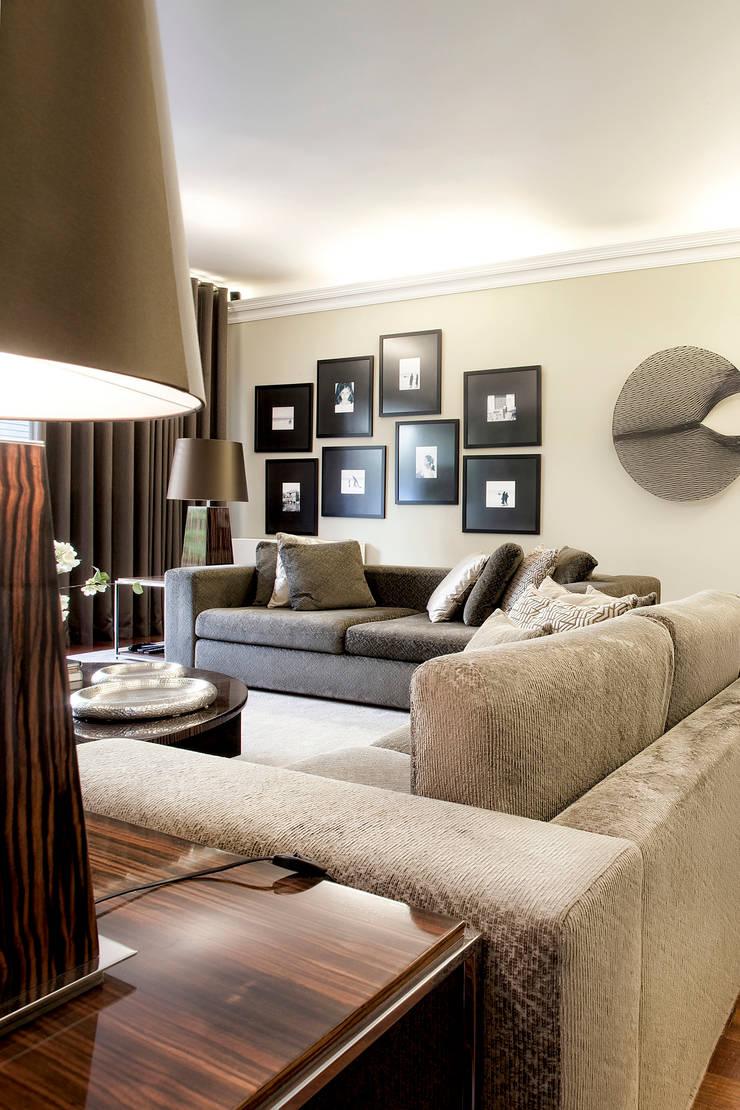 Residência Foz: Salas de estar  por Jorge Cassio Dantas Lda