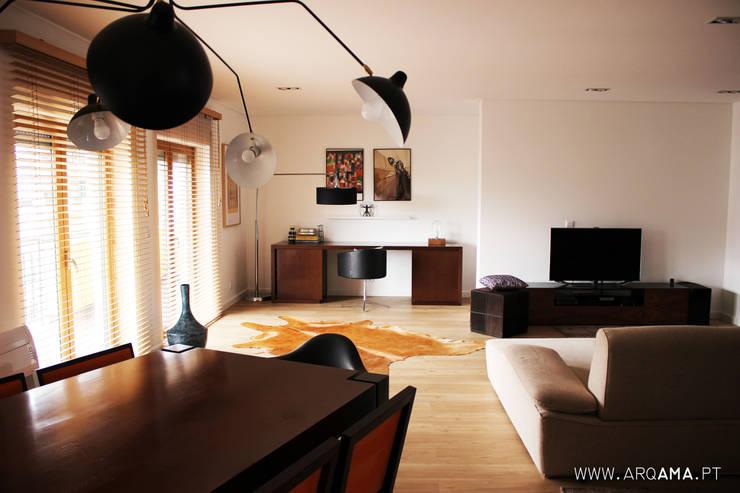 SCANDINAVIAN HOUSE PROJECT: Salas de estar  por ARQAMA - Arquitetura e Design Lda