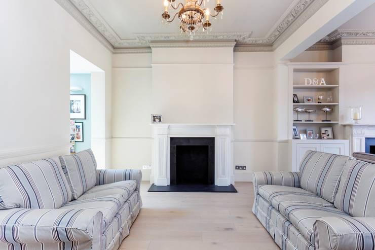 Salones de estilo clásico de Bethell Projects Ltd