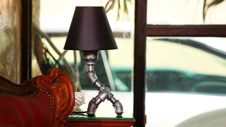 Giga: styl , w kategorii Domowe biuro i gabinet zaprojektowany przez Kozo Lamp Poland
