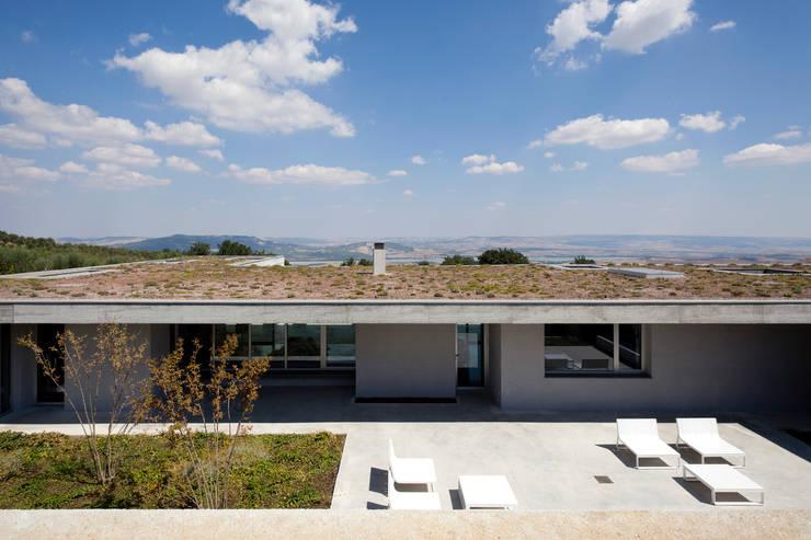 Casas de estilo mediterraneo por Osa Architettura e Paesaggio