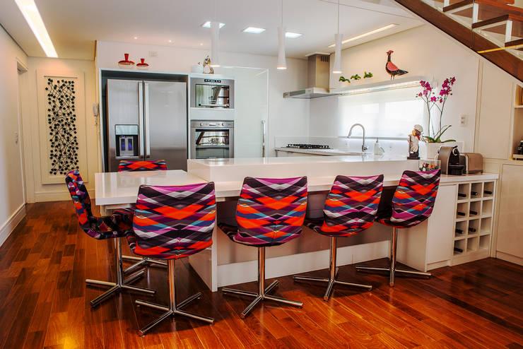 Conceito Loft: Cozinhas modernas por Lilian Barbieri Interior Design