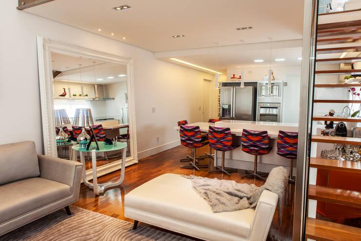 Conceito Loft: Salas de jantar  por Lilian Barbieri Interior Design