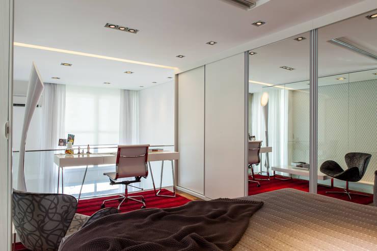 Conceito Loft: Quartos  por Lilian Barbieri Interior Design