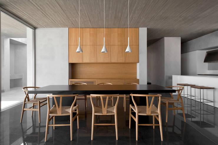 Salle à manger de style de style Méditerranéen par Osa Architettura e Paesaggio
