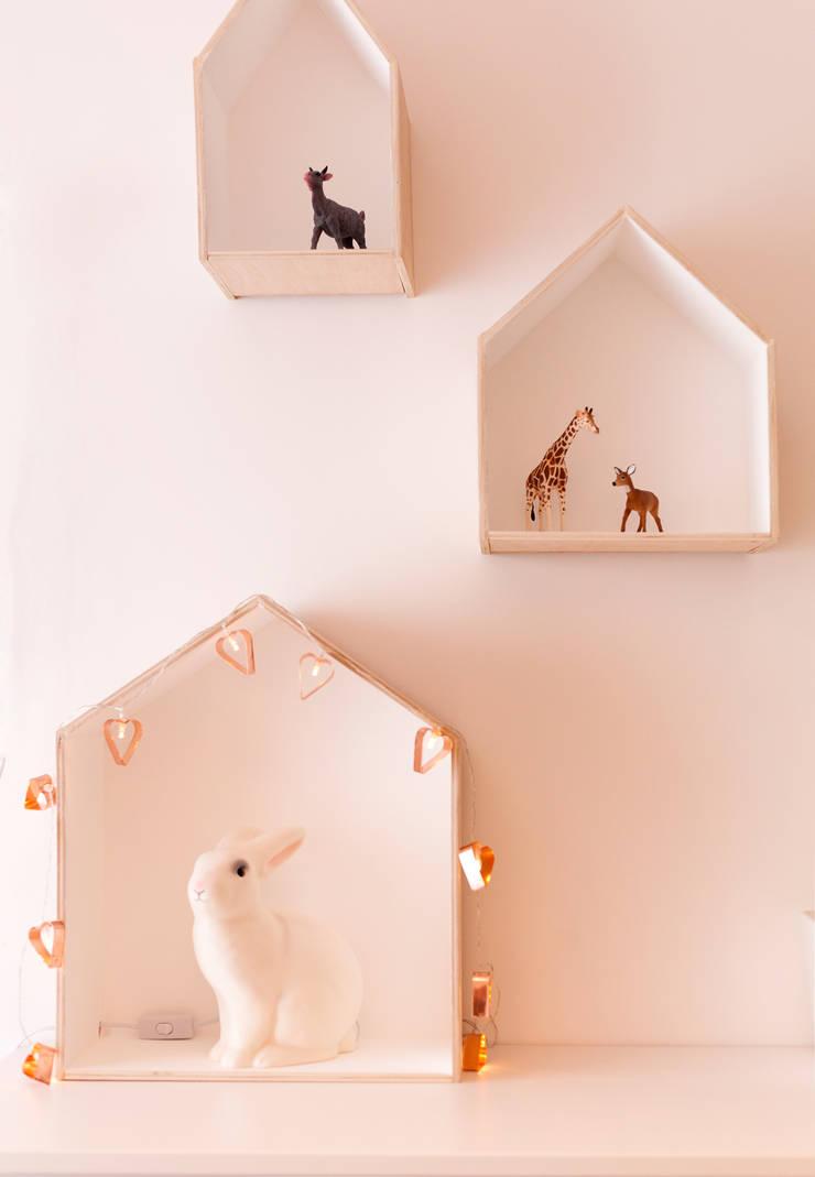 Baby Room: Quartos de criança  por MYAH - Make Yourself At Home
