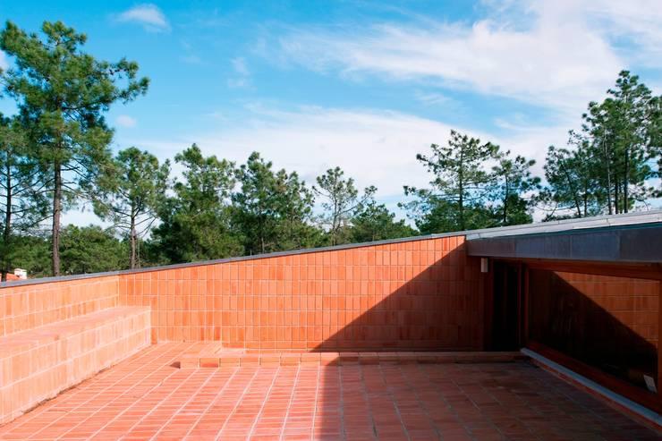 Casa Conde: Terraços  por SAMF Arquitectos