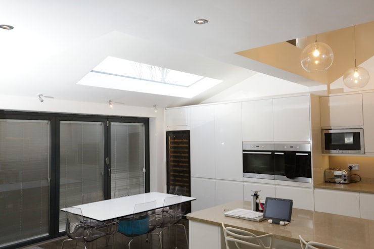 Single Storey Extension, Roxborough Rd: modern Kitchen by London Building Renovation