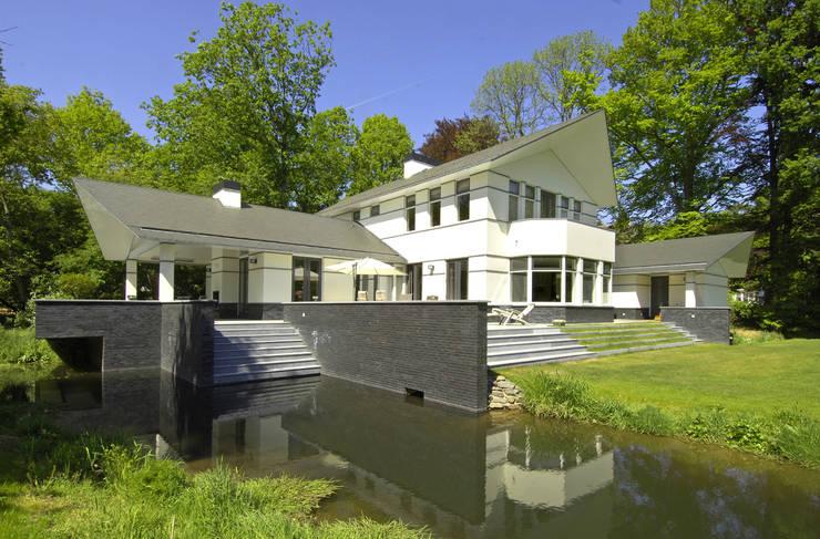 房子 by Van Hoogevest Architecten, 現代風
