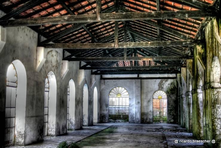 HISTÓRIA ABANDONADA Escritórios industriais por BRAESCHER FOTOGRAFIA Industrial