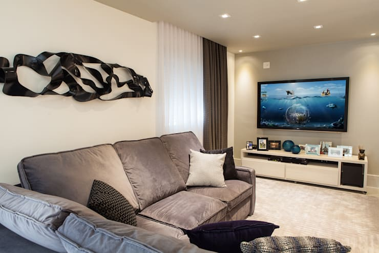 Acolhedor e Descontraído : Salas de estar  por Lilian Barbieri Interior Design
