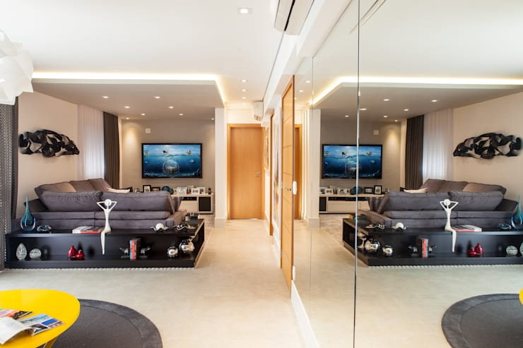 Acolhedor e Descontraído : Salas de estar modernas por Lilian Barbieri Interior Design