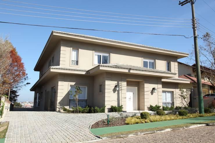 Residencia Condomínio Villa Benvenutti: Casas  por Claudia Pereira Arquitetura,