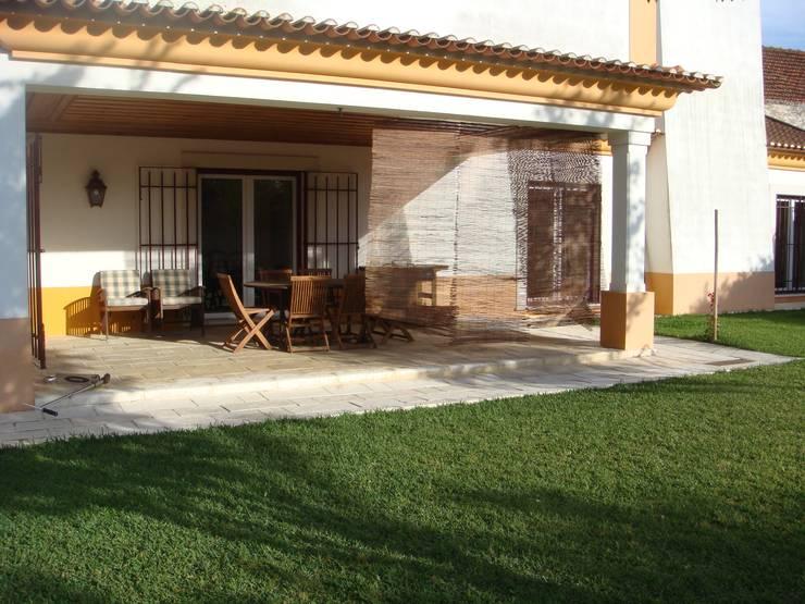 Moradia Unifamiliar: Terraços  por Gabiurbe, Imobiliária e Arquitetura, Lda