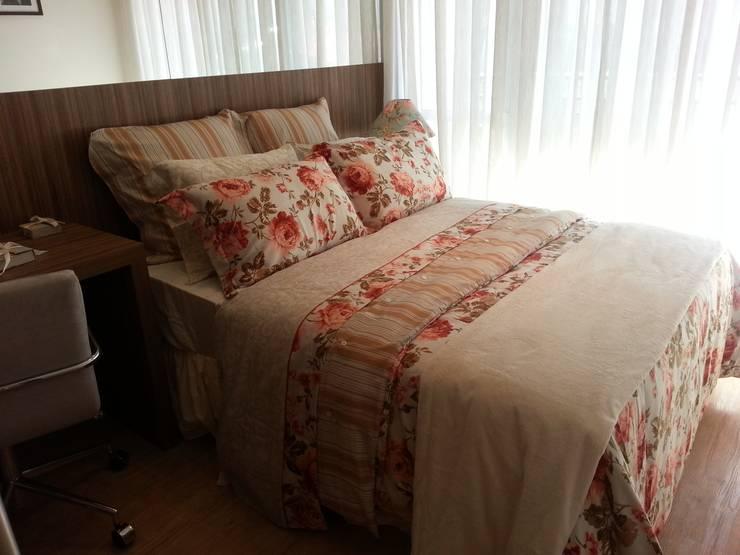 Suite casal: Quarto  por SD arquitetura & Interiores,