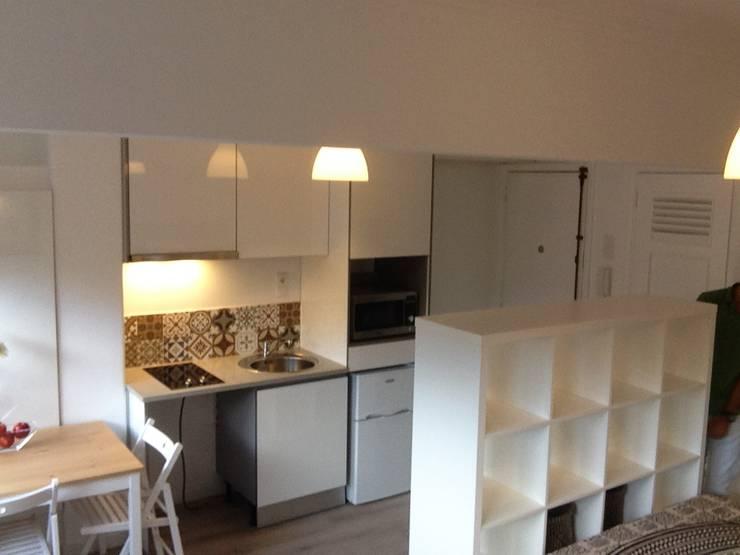 Recuperação de Estúdio: Cozinhas  por Gabiurbe, Imobiliária e Arquitetura, Lda