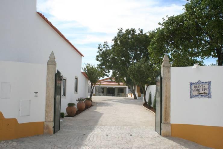 Espaço para Eventos: Casas  por Gabiurbe, Imobiliária e Arquitetura, Lda