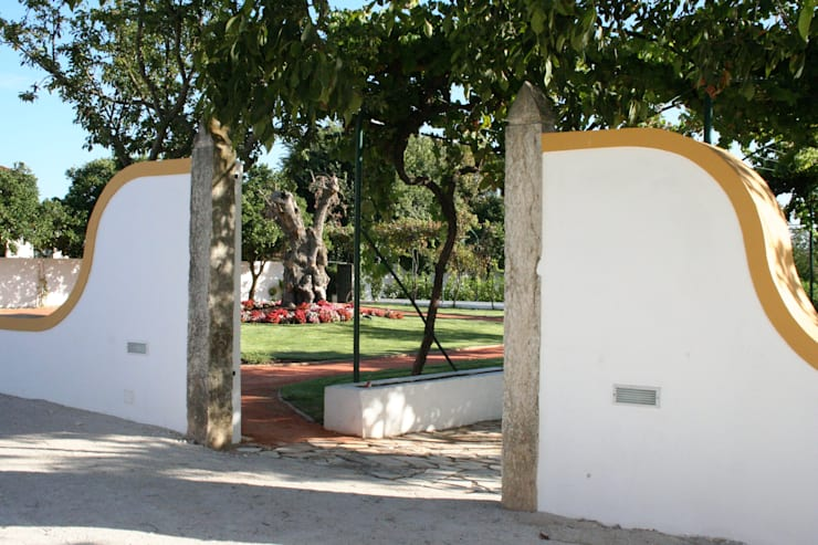 Espaço para Eventos: Jardins  por Gabiurbe, Imobiliária e Arquitetura, Lda
