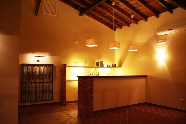 Espaço para Eventos: Salas de estar  por Gabiurbe, Imobiliária e Arquitetura, Lda