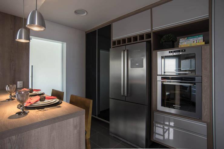 Apartamento decorado Veredas 2: Cozinhas  por Renata Neves ,Clássico Ferro/Aço