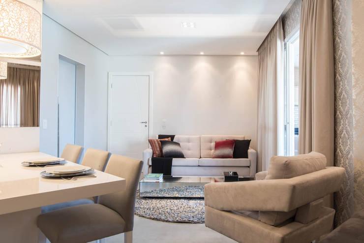 Apartamento decorado Veredas 2: Salas de estar  por Renata Neves ,Clássico Derivados de madeira Transparente