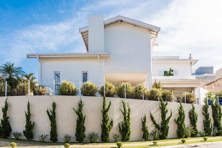 Morada das Nascentes: Casas  por MM Arquitetura e Urbanismo,Colonial