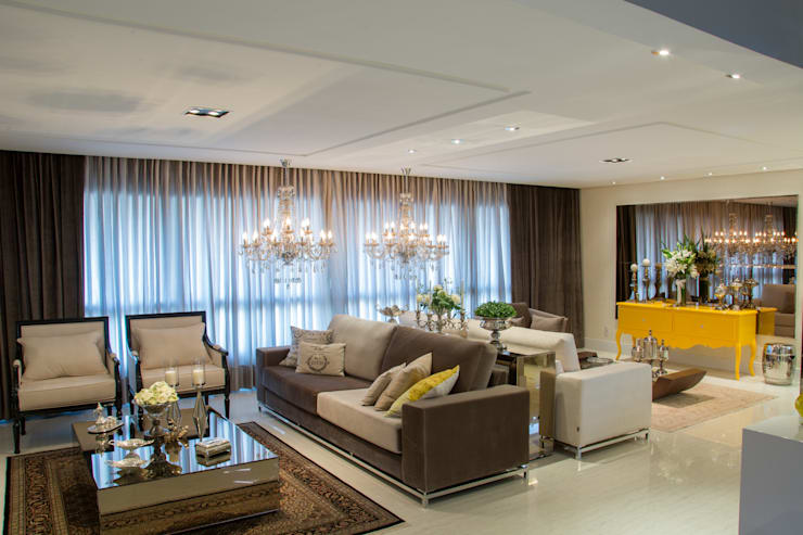 Living room by Michele Moncks Arquitetura