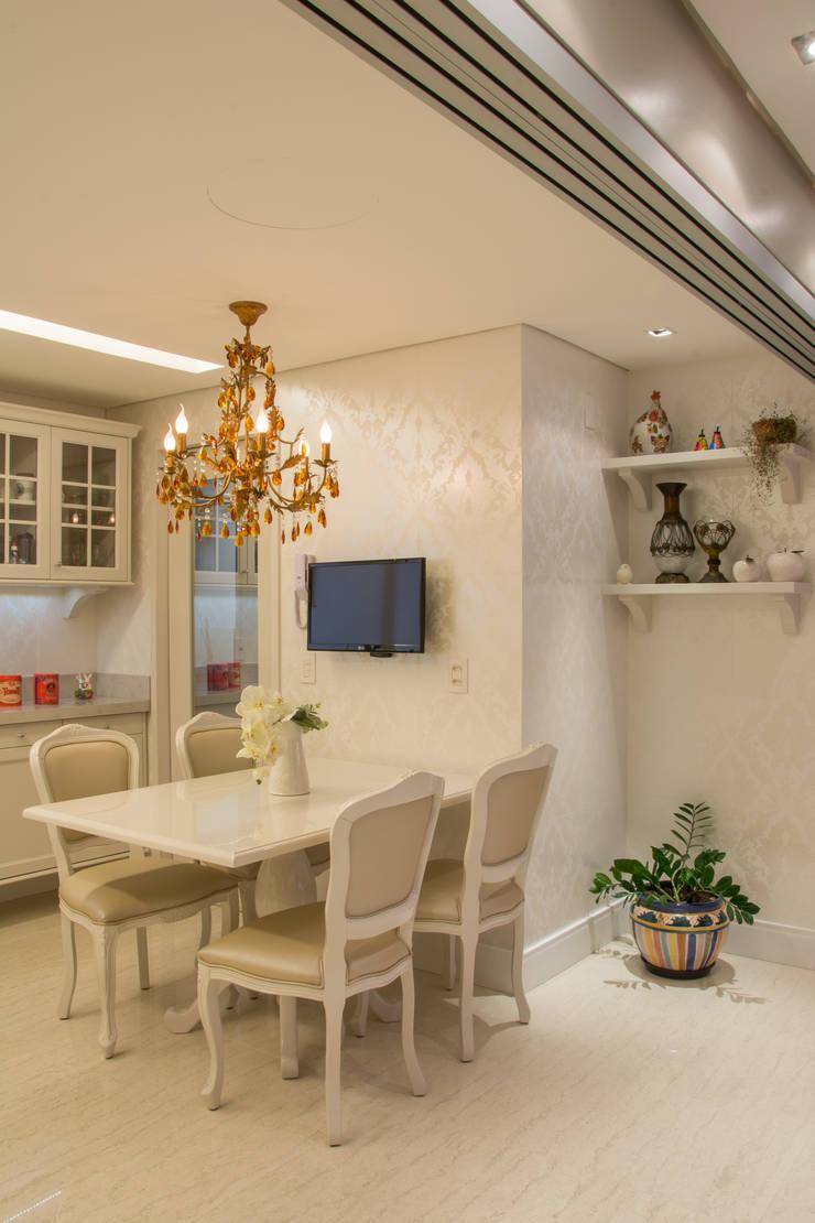 cozinha classica: Cozinhas  por Michele Moncks Arquitetura