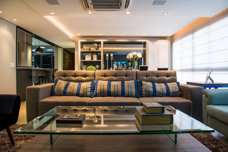 integração estar x jantar: Salas de estar  por Michele Moncks Arquitetura,Moderno