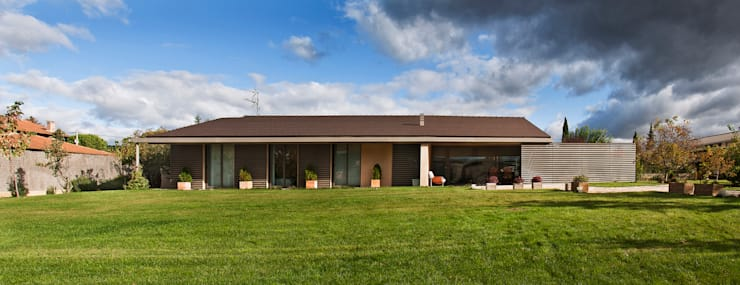 Rumah by Ignacio Quemada Arquitectos