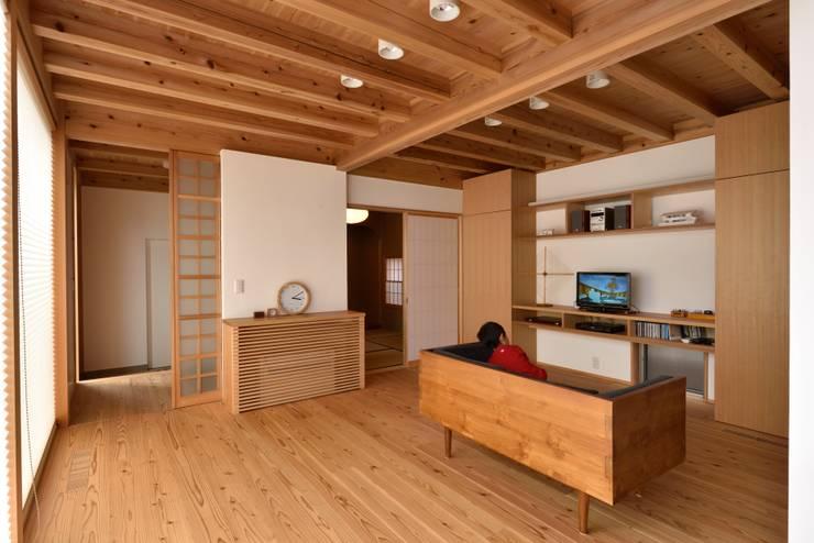吉祥寺の家3: 株式会社松井郁夫建築設計事務所が手掛けたリビングです。,