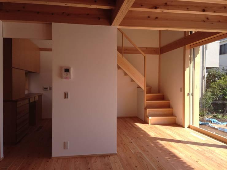 吉祥寺の家3: 株式会社松井郁夫建築設計事務所が手掛けた廊下 & 玄関です。,