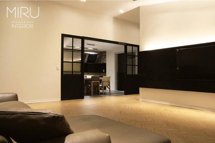 모던한 단독주택 인테리어-주방,안방: 미루디자인의  주방,모던
