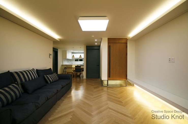 c - house: 스튜디오 노트의  거실