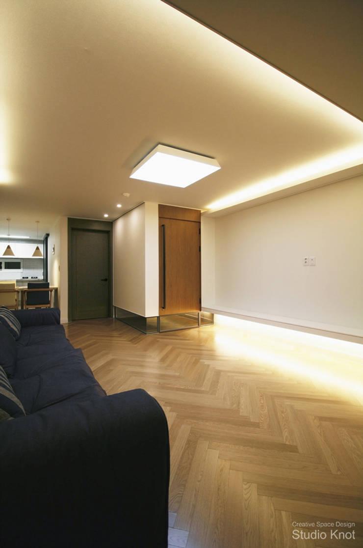 c – house: 스튜디오 노트의  거실