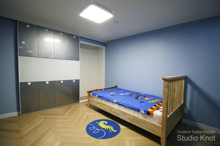 Projekty,  Pokój dziecięcy zaprojektowane przez 스튜디오 노트