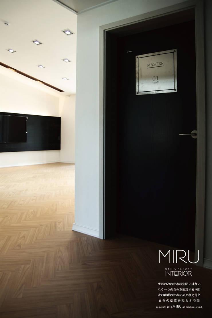 모던한 단독주택 인테리어-주방,안방: 미루디자인의  침실,모던