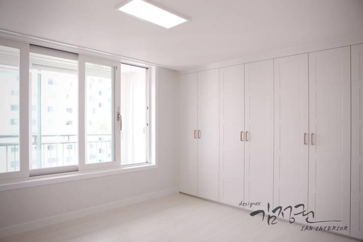 한빛 아파트: 김정권디자이너의  거실