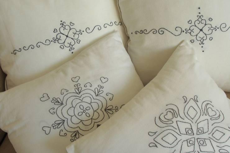 Poduszki: styl , w kategorii Salon zaprojektowany przez Maka Art