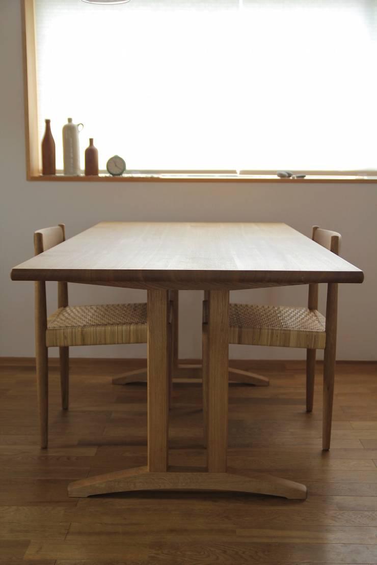 shaker table & quiet chair: hyakkaが手掛けたダイニングルームです。