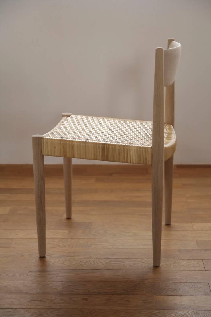 quiet chair: hyakkaが手掛けたダイニングルームです。