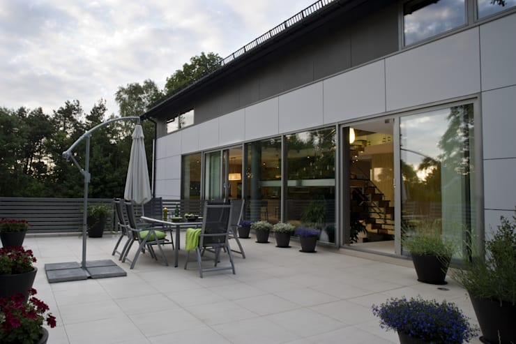 WIDOK Z TARASU : styl , w kategorii Domy zaprojektowany przez Biuro Studiów i Projektów Architekt Barbara i Piotr Średniawa