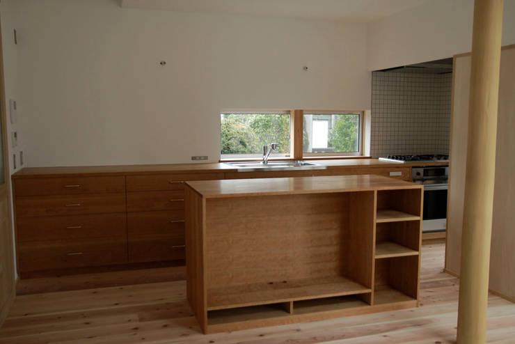 飯能の家キッチン: hyakkaが手掛けたキッチンです。